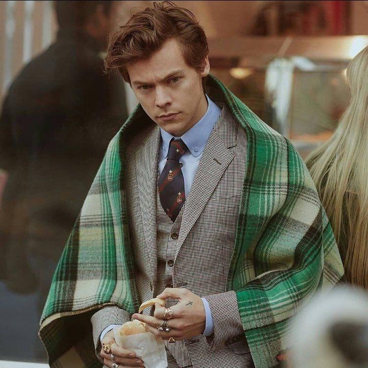 Metanle nitro a la votación #Golden by @Harry_Styles  #AMAsTNT #AMAs https://t.co/UYlJdlRk8a