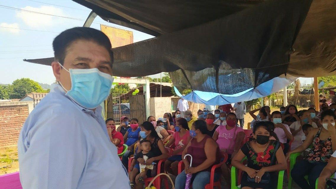 Abrazo fuerte Noelia Hernández y gracias por éste encuentro con mis amig@s de #LosLaureles en #Tecpan. Les refrendo mi afecto y si Dios quiere, pronto regresaré. https://t.co/mrAT560WKS https://t.co/j8mg436a7e