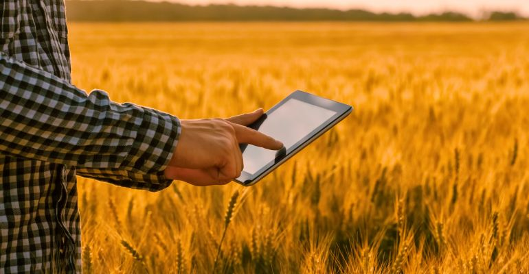 """Have you tried Precision Ag with success or learnt lessons? GGA is seeking case studies as part of the """"Hands On Precision Ag Training"""" project. If you'd be willing to share your experiences with peers contact Michelle Condy at @GGA_WA mcondy@gga.org.au  https://t.co/BW3ibtEUYG https://t.co/hIKtNO7LMy"""