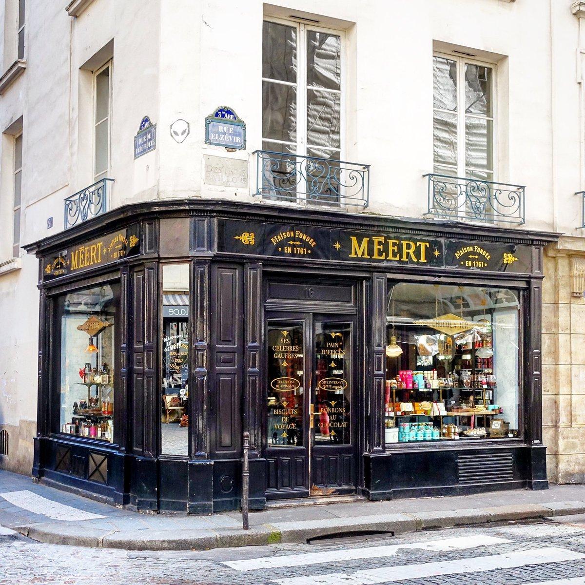 J'irais bien, en saut de puce, faire une petite visite chez Meert rue Elzévir pour croquer une douceur. Bientôt, bientôt  - Paris 3  #parisladouce #paris #oldshop #pariscartepostale #parisjetaime #cityguide #pariscityguide #paris3 #meert #streetsofparis #thisisparis #parismaville