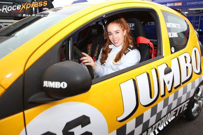 FOTO Babe of the day: 'schaatsbabe' Antoinette de Jong in raceauto  #MaxVerstappen https://t.co/uXKfFUQ9xo https://t.co/0tmBJkdfQq