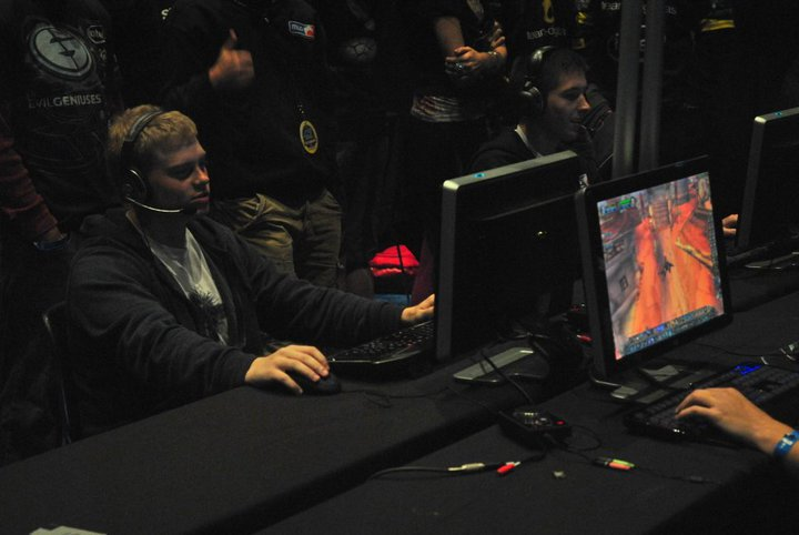 LoLGeranimo - With WoW rising up again tomorrow i decided to look through old photos and found a picture of my first MLG WoW tourney back in the day LOL. I met so many amazing people through WoW and made so many memories. Random Tweet but wanted to share.