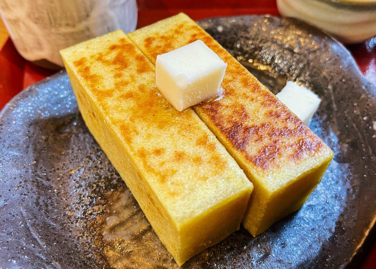 【舟和 本店】@浅草駅から徒歩5分バターが溶け出す「焼き芋ようかん」を食べられるお店。ホクホクようかんにバターを乗せると、じんわり溶け出して香ばしい匂いを放つ!そのまま食べると焼き芋の甘味をダイレクトに楽しめます!バニラアイスを溶かしながら食べても甘味が増してたまらない!