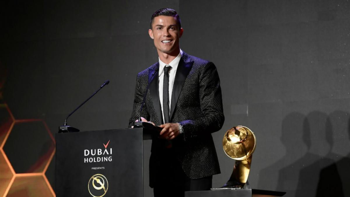 Globe Soccer Awards 2020: All nominees for the awards  •BEST PLAYER OF THE YEAR  CristianoRONALDO(Juventus)  RobertLEWANDOWSKI(Bayern Munich)  LionelMESSI(Barcelona)  SadioMANE '(Liverpool)  SergeGNABRY(Bayern)  IMMOBILE(Lazio)  MARQUINHOS(Psg)  KarimBENZEMA(RM) https://t.co/Np7YQCr0m5