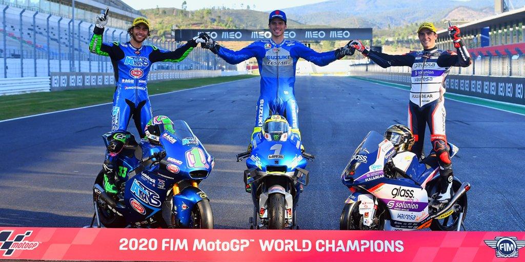 La foto de los Campeones de 2020 👑🏍️🏁 #MotoGP Joan Mir @JoanMirOfficial  #Moto2 Enea Bastianini @eneabastianini  #Moto3 Albert Arenas @AlbertArenas75   Nuestra más sincera enhorabuena a todos ellos.  📸 @FIM_live  #larectadeatras #moto #MotoGPisBack #motorcycleracing #2Wheels https://t.co/sXyqNML3Rg