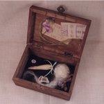Image for the Tweet beginning: 木箱オブジェ「Fly me to the moon」 11月28日からguignolさまにて開催される月世界旅行に出展させていただきます、とびきりロマンチックな作品です!  古いチケットを手に月世界を旅するあなた 残してきた少女の甘い記憶とかけらを携えて