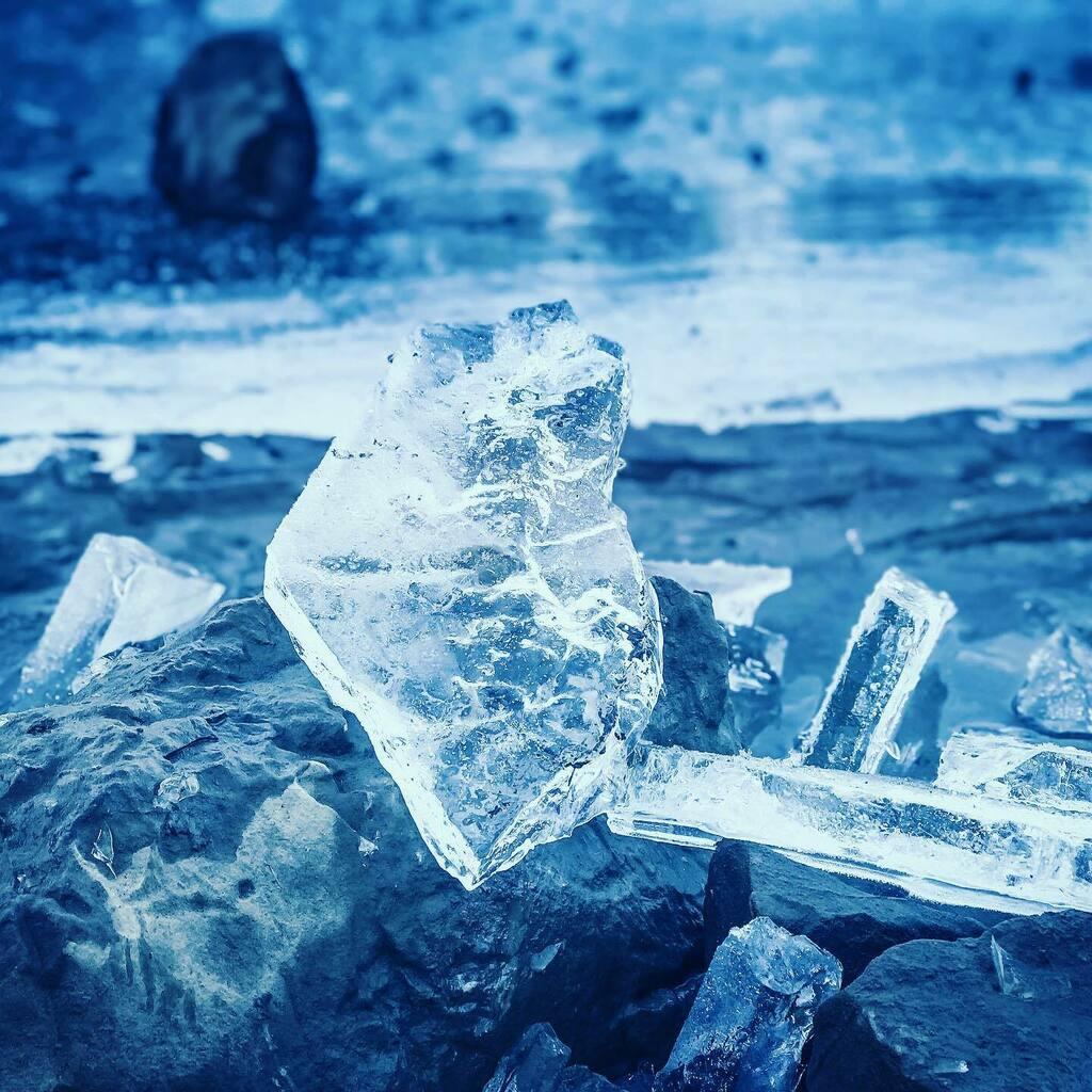 *** Icy lake *** #myswitzerland🇨🇭 #gantrischseeli #alpenliebe #eis #exploreswitzerland #unteregantrischhütte #naturparkgantrisch #myswitzerland #thewanderco #switzerlandpix #swissexplorers_  #thebestofswitzerland #earthoffical #inlovewithswitzerland🇨🇭 #…
