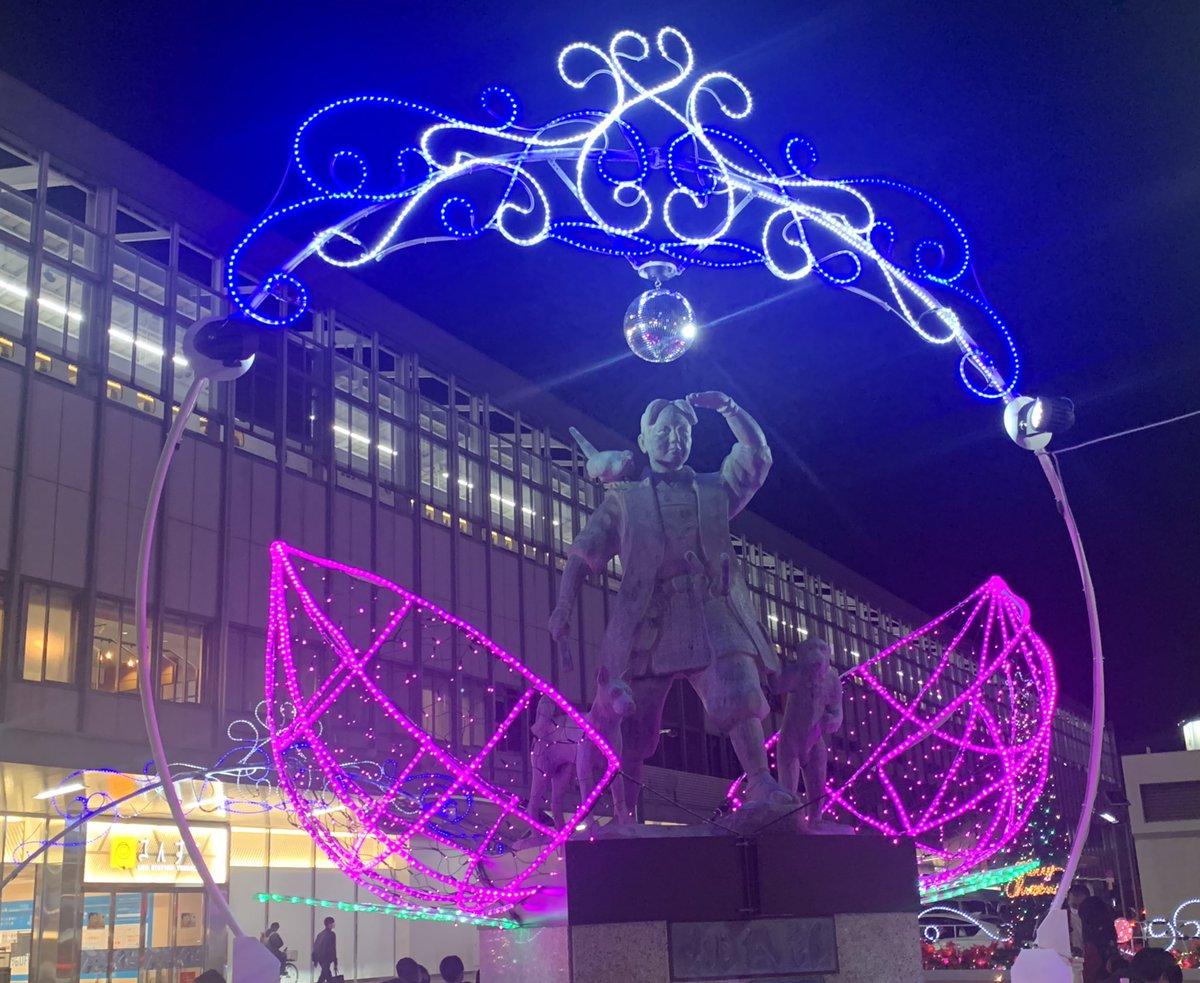 そういえばダサいで有名な岡山駅イルミネーション今年は桃太郎の頭上でミラーボールが回ってkeep onしてた