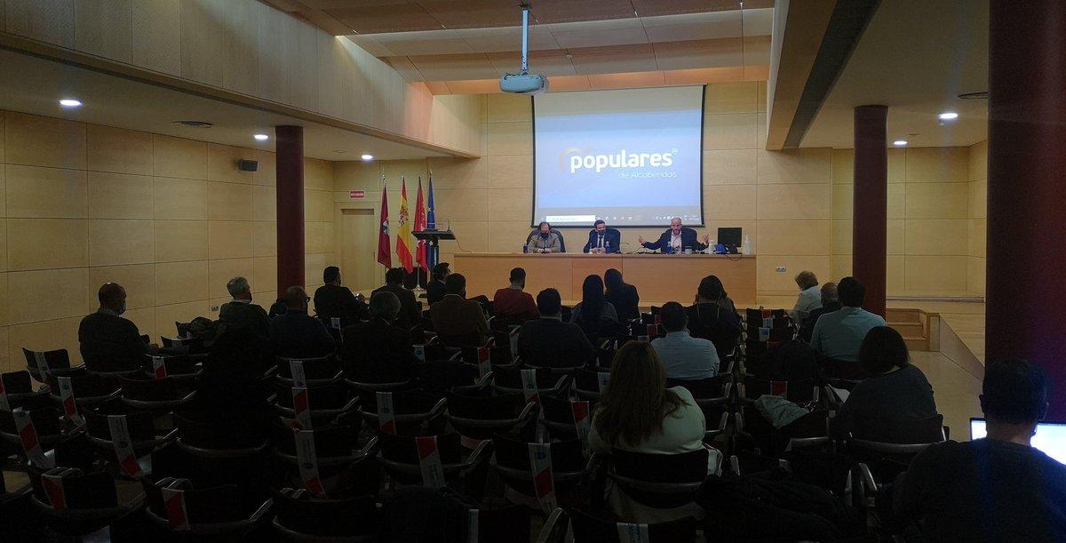 Hoy en el Comité Ejecutivo hemos recibido al Portavoz Adjunto del Ayuntamiento de Bilbao, @carlosdavidgf.  Los principales temas: #StopLeyCelaá Pacto con Bildu. Venta del español.  #pasiónxalcbds y por nuestros valores 💙 https://t.co/vqrnMJc9ce