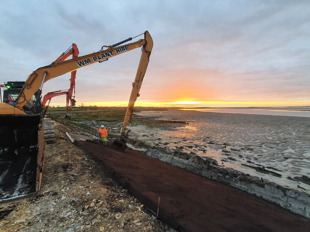 End of day 1 on new project at Bradwell Marina, Essex.  @EnvAgencyAnglia @jnbentley https://t.co/Tb7vksZNZP