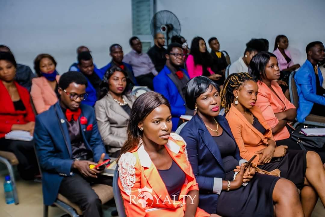 #Sunday #Royalty #RoyaltyNigeria #RoyaltyIsThePlaceToBe #GroomingForGreatness #Agege #Lagos #HigherLevels #SundayService #DavidOAdeoye https://t.co/SebkToavoo