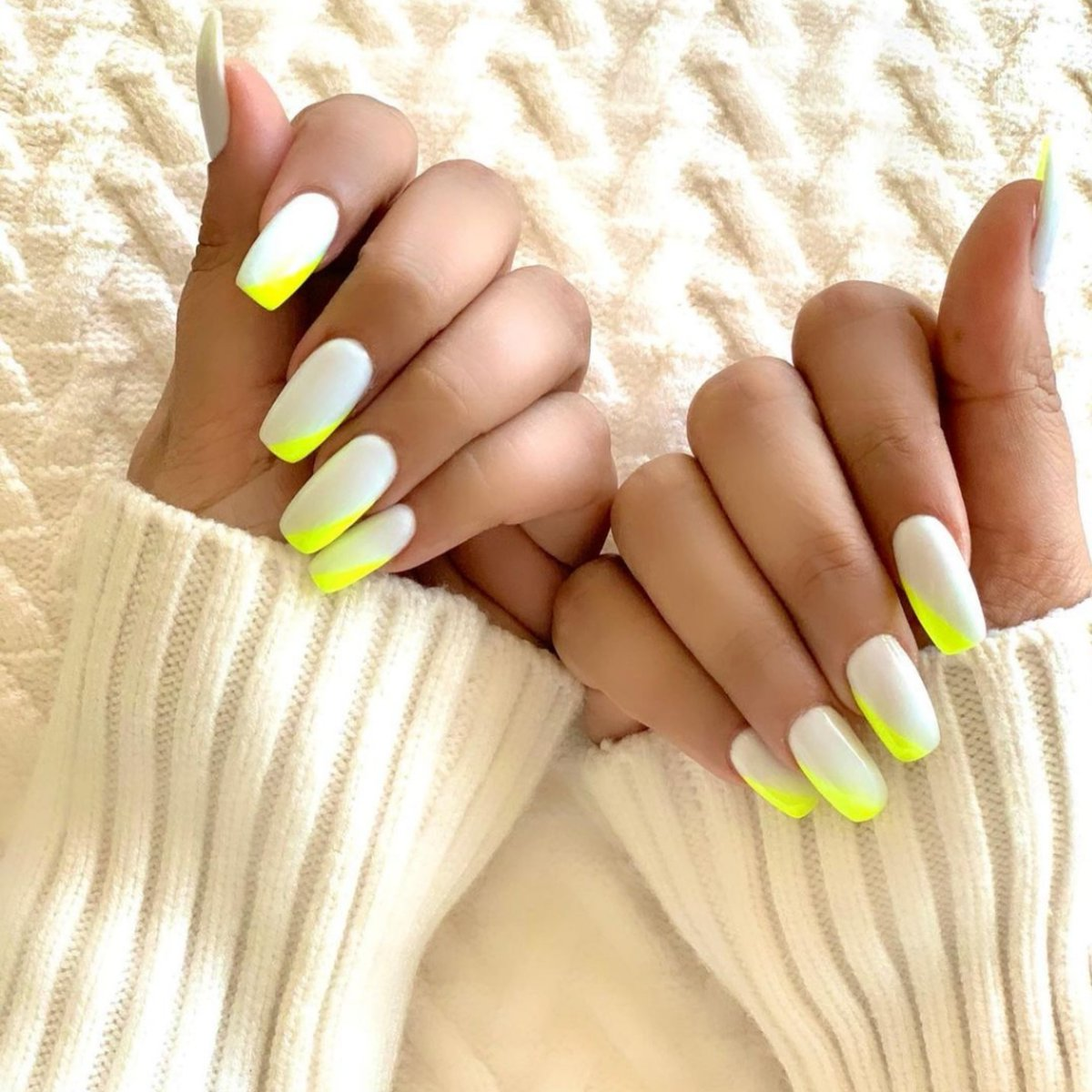 Did you check out @ParineetiChopra's latest nail paint 🎨 picture. This soft colour with a hint of neon has winter inspiration written all over it 🔥💯👍🌸