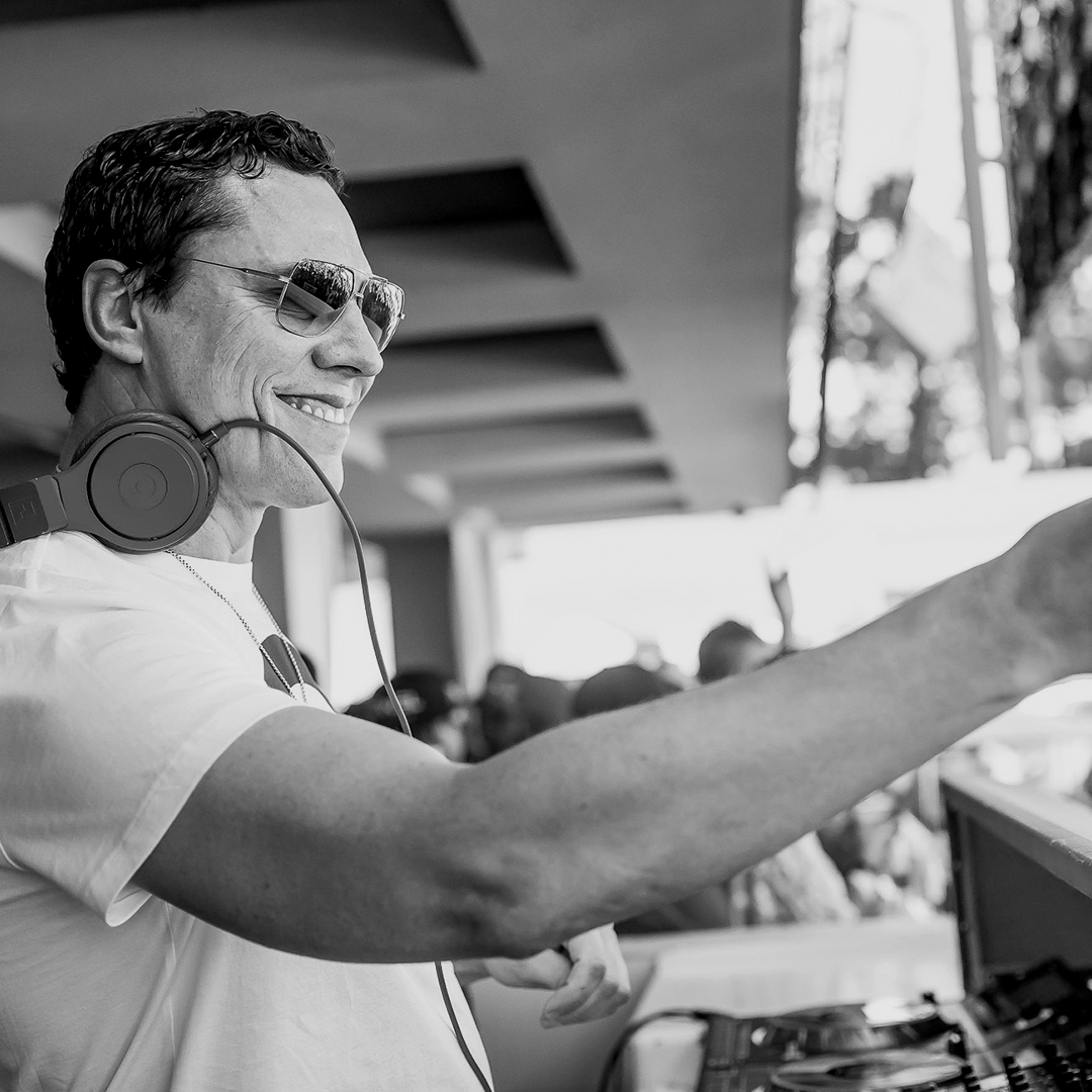 5 minutes into remix and chill  @tiesto