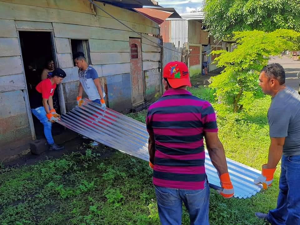 #Nicaragua// Gobierno de Nicaragua, Entrega  Plan Techo a Familias que fueron afectadas en sus viviendas por el #Huracanlota en el Distrito Silvia Marlene Ramirez Tapia, Departamento de #Chinandega @mijamart88 @TPU19J @Atego16