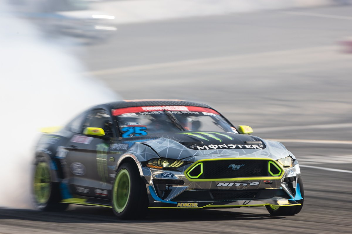Mustang dominance! @VaughnGittinJr takes home the Formula Drift Championship for the second time in his career with teammate @ChelseaDeNofa coming in second! https://t.co/2IA8Xsf9QY