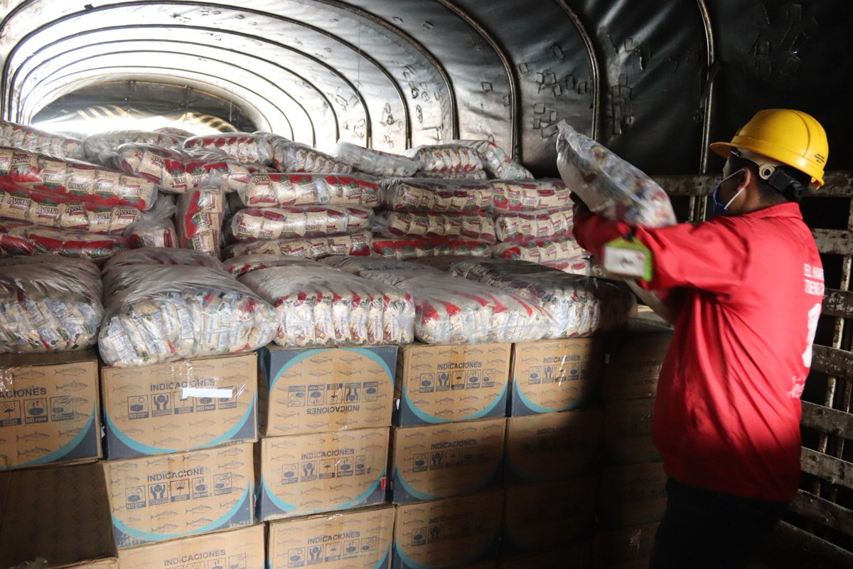 Con el apoyo de @Avianca y #Deprisa hicimos el tercer envío de alimentos para los damnificados del #HuracanIota. Gracias a todos los que se unen para ayudar.  #SOSSanAndresYProvidencia #Gracias #Generosidad #DONA #Huracanlota #UnidosPorElArchipielago