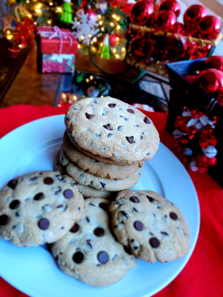 CHOCOLATE CHIPS COOKIES Está #navidad Regala mucho amor y muchas #chocolatecookies  Fallow @ruthysucocina  . La receta ya está en mi canal de YouTube. 👇  #chocolatelover  #chocolate  #foodblogger #RUTHYSUCOCINA  Feliz Navidad 🎁🎄🍪#MondayMorning