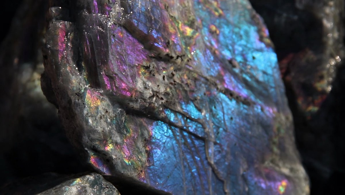 Good morning! Get your #RoughMonday started with some unpolished Labradorite! Even rough, it flashes pure psychedelia: https://t.co/f0vuVbOoTf  #MondayVibes #MondayMotivation #MondayMorning #mondaythoughts #Madagascar #Labradorite #MondayMood #Gemstones #Crystals #minerals https://t.co/56Y5k8TqFn