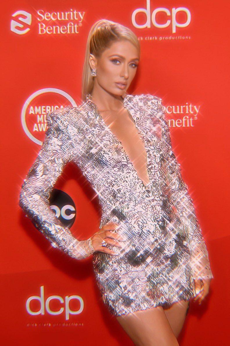 Replying to @ParisHilton: Sparkling Diamond Barbie rocking the red carpet at the @AMAs! ✨✨👸🏼✨✨