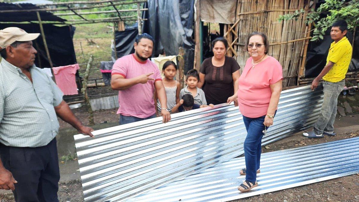 Nuestro Gobierno y la alcaldía municipal, en respuesta al pueblo Entrega Plan Techo a 6️⃣ Familias afectadas por el #Huracanlota🌀 en la comunidad de Villa Sandino, #Chontales 🏘  #Nicaragua #DanielMiPresidente2021  #TE21 @Titomara2 @VerdadVenezuel6 @EspeRF20 @Mariposa_248 @TE2021