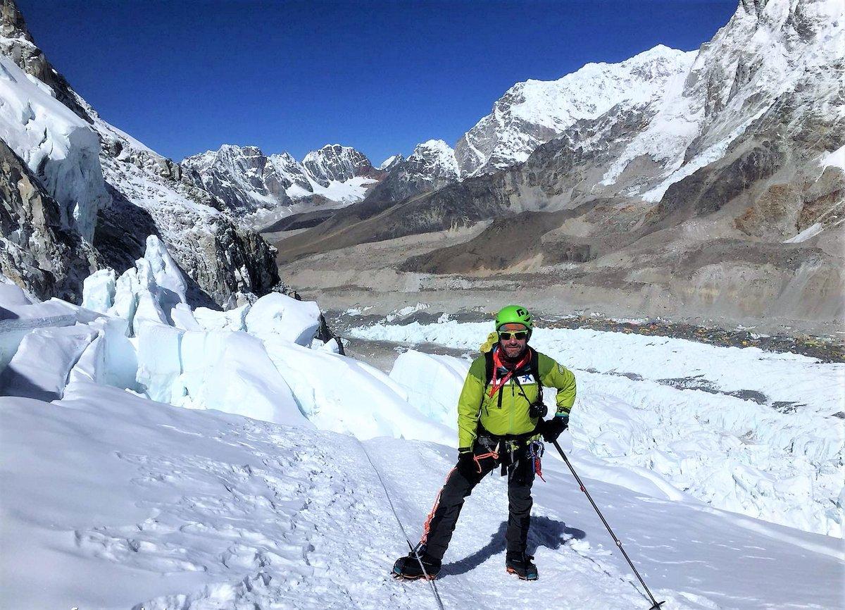 "Alpinista #FerranLatorre cierra emocionalmente sus 14 ochomiles -culminado en 2017- con documental «Més enllà dels 8.000». Estreno mundial en hora máxima audiencia en #TV3 dentro del programa ""Sense ficció"" martes 24 nov. 22.05h. #mountain #Himalaya  AQUI https://t.co/exnj94p4mb https://t.co/k6PztIckhg"
