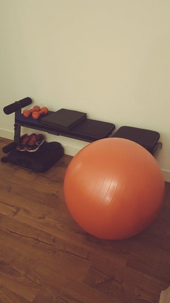 """#mondaymotivation Aujourd'hui, je reprends une vraie activité physique. Je teste la musculation pour quelques séances, mais en douceur. Si vous avez des conseils pour une """"débutante"""", je suis preneuse."""
