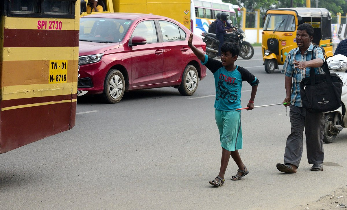 This 12-year-old boy's sense of light to help a visually challenged man struggling to cross the road in Pallikarnai, to get to his bus to Saidapet in #Chennai is just magnificent.  Pc - TOI Chennai
