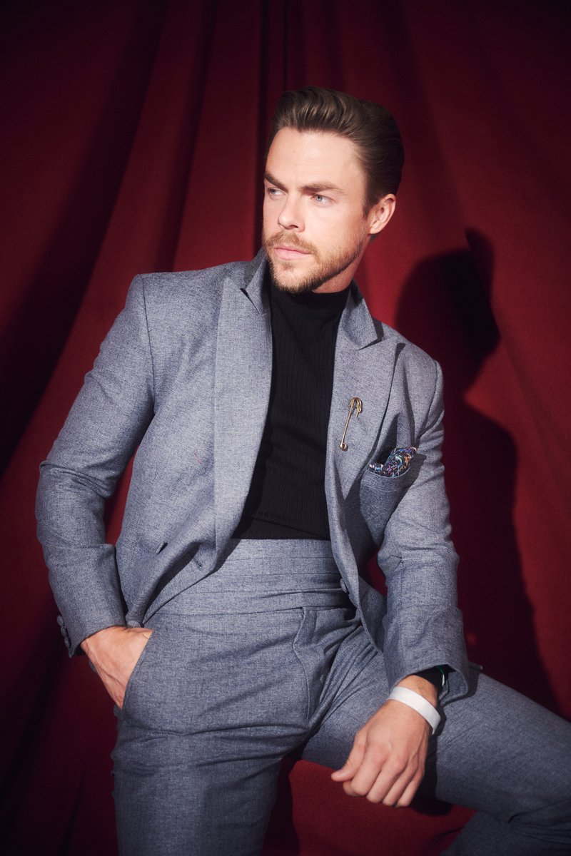 This look is *chef's kiss* @derekhough #AMAs
