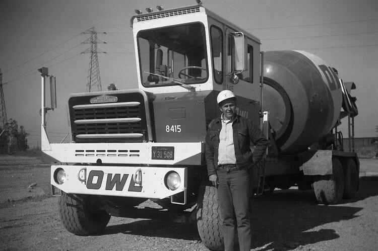 Half cab mixer #cementmixer #mixerdriver #mixerdrivers #cementtruck #throwback #history #vintage #workingtruck #workingtrucks #throwbackthursday #throwback #history #vintage #workingtruck #workingtrucks #cdljob #cdljobs #cdlhunter @cdlhunter