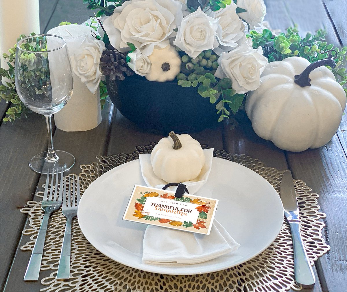 Wow. Look at these gorgeous name cards! A little printed card can make this Thanksgiving extra special. 🧡💛❤️️  #familyholiday #ecotank #epsonprinters #holiday #holidaytable #creativeprinting #menu