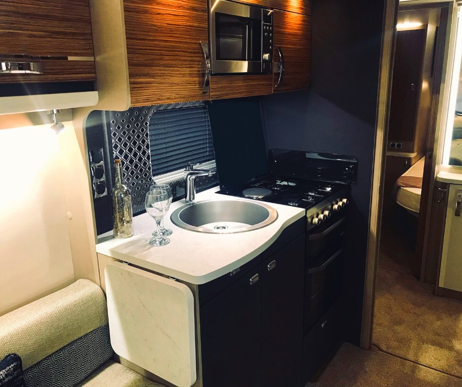 Love this interior!😍  #MondayMotivation #Autumn #Winter #camper #motorhome #campervan #vanlife #travel #travelling #explore #adventure #photography #photograph #staycation #motorhomeinterior #camping https://t.co/8Ng3vgUnPm