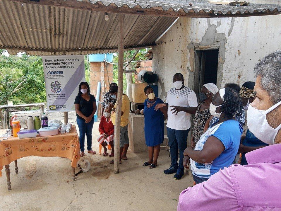 Aderes entrega kit farinheira para comunidade quilombola no Dia da Consciência Negra - Clique para ver também ☛  https://t.co/popZ713xwW https://t.co/MSIRIL4ODg