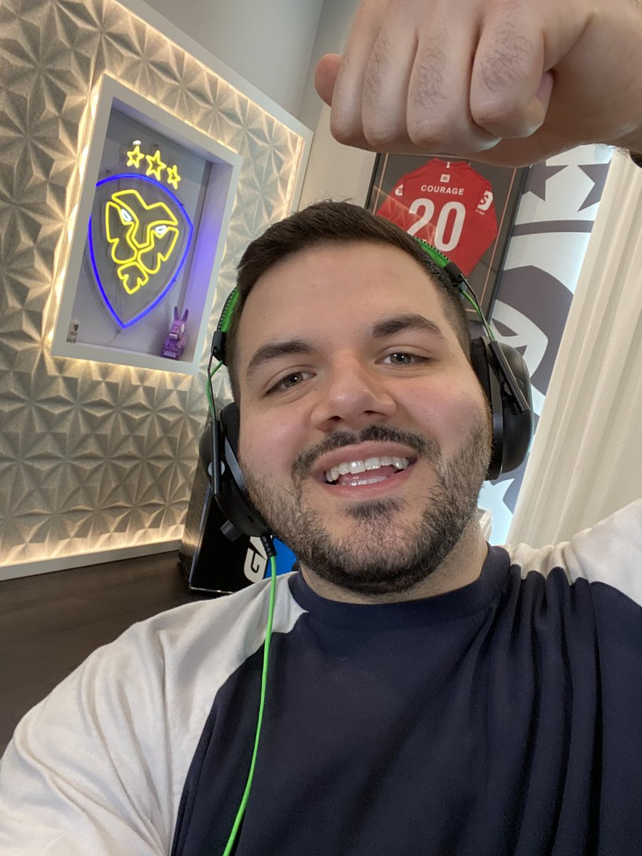 CouRageJD - Back on Warzone for the first time in AGES!!!  12+ hour stream easily today. Might be closer to 15 hours.  World of Warcraft release. My body is ready.