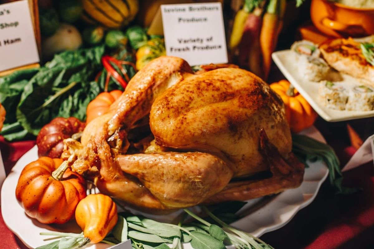 Thanksgiving Week at Reading Terminal:  ⏰ Extended Hours 🚗 Free Parking 🛍️ Curbside Pickup  Visit our Thanksgiving website for full details and a list of merchants with holiday offerings: https://t.co/SJiNbqxOJu https://t.co/BKDFV4Xor3