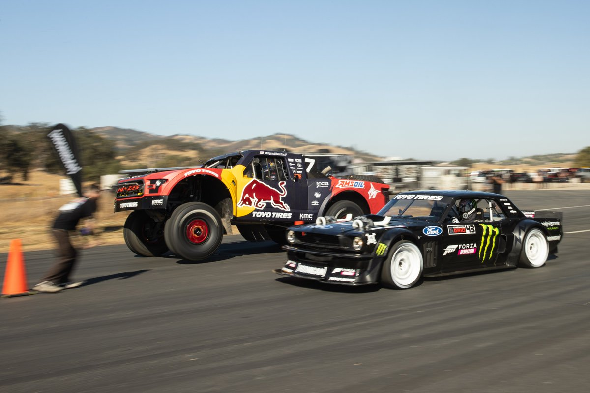 Who has raced the Hoonicorn against a trophy truck in @ForzaHorizon? Definitely not your average matchup! @TheHoonigans and myself made video game dreams come to real life! (1/2) https://t.co/9eHSl5KLsz