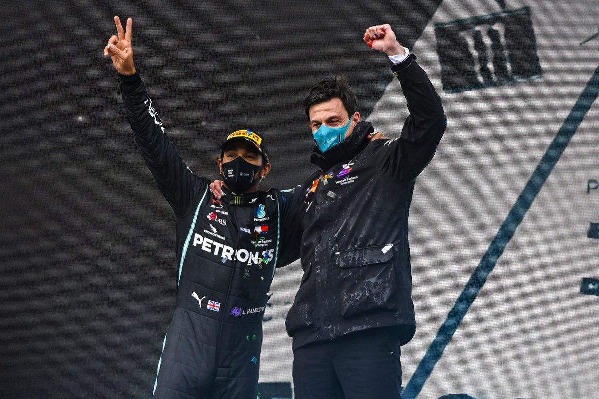 Sainz eens met Verstappen, 'maar niet iedereen verslaat Hamilton in dezelfde auto'  #CarlosSainz #LewisHamilton #MaxVerstappen #McLaren #Mercedes #ValtteriBottas https://t.co/MswXpH5BYK https://t.co/qMOxr9FzMM
