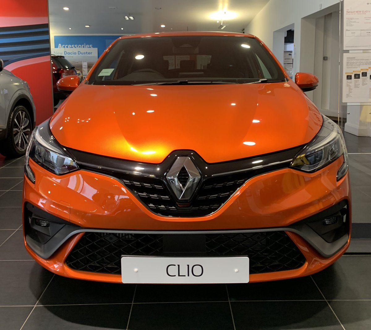 🍊🍊🍊  #allnew #renault #clio  #EnhanceYourCustomersExperience 💪 https://t.co/mgVaw2B971