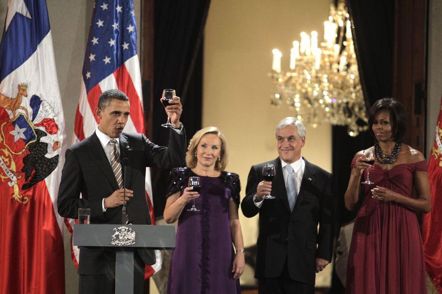 Las memorias de Obama: su viaje a Chile, la cena con Piñera y un concierto de Los Jaivas https://t.co/wCGVHCiKaB https://t.co/2pgrHajwv8