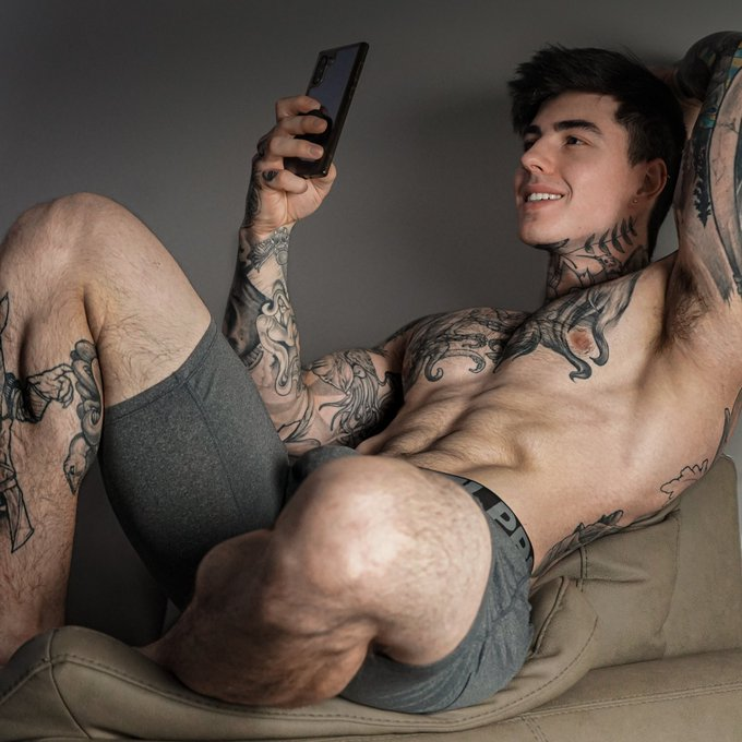 Me reading all the feedback on the showering, spitting, dirtytalking, cumming elxclsive I sent out on