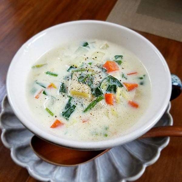 <タツオ食堂おすすめレシピシリーズ>豆腐と野菜のクリームスープ♪レッドムーン(ジャガイモ)の甘みがアクセントになった具沢山の美味しいスープです!パンと一緒に朝食やランチにオススメです♪詳しいレシピはこちらでご覧くださいね ↓ ↓ ↓