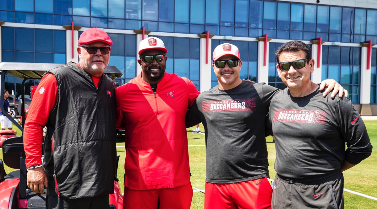 Good Luck, B.A. 🏈    Our favorite @NFL head coach @BruceArians & the @Buccaneers are on #MNF again!   #Hokies 🦃 x #GoBucs