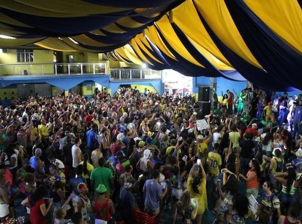 Escolas de samba do Rio celebram Dia da Consciência Negra com feijoadas e shows nas quadras. - G1 A pergunta que não quer calar:  A SEGUNDA ONDA é essa aí que vocês reportaram? https://t.co/F3hesPh4iH https://t.co/fWP7aJohCN