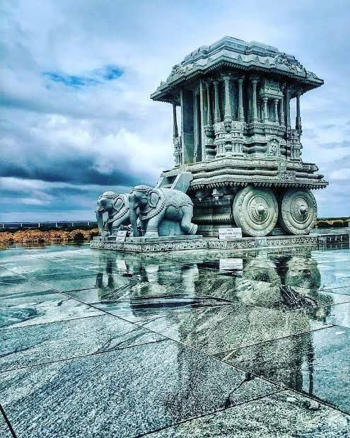 If Devotees are not able to have Darshan of their Venugopala then he comes near them.  This is the real and fascinating tale of Venugopala Swami Temple near  Krishna Raja Sagara Dam,Mysuru, which remained submerged underwater for 70 years.   #Thread