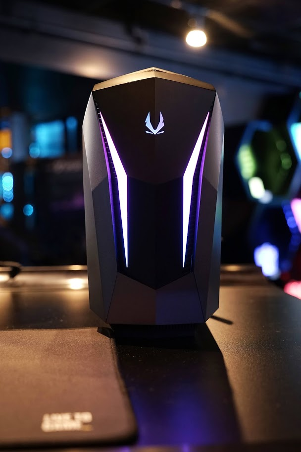 When you want to go small but still stay powerful. ZOTACGAMING MEK MINI  #ZOTAC #ZOTACGAMING #PcGaming #Gaming #Gamers #Tech #PcHardware #PcComponents https://t.co/SCI0TR5dx0
