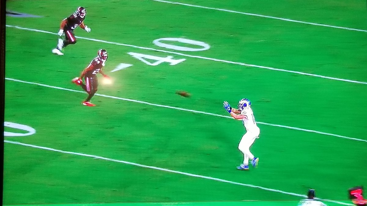 You would think that after the first half, Tampa Bay #Buccaneers would find a way to cover Cooper Kupp a little better than this. He is destroying them!  That's a TON of space for a wide receiver. Especially one that's already over 9 catches and 100+ yards.  #MNF #LARvsTB