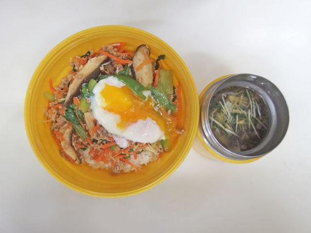 お昼~ヽ(・8・)ノ  ほとんど野菜のビビンバ  牛テールスープ   20201124 Lunch  #ビビンバ #ホットクック #つや姫  #bento #obento #obentoart 参考レシピ