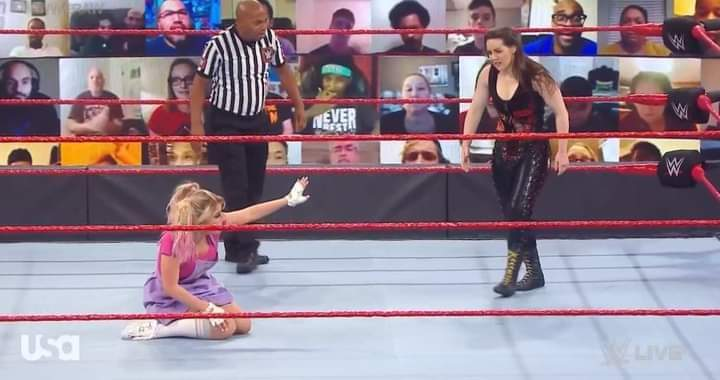 ➡️ #CoberturaCM - #WWERAW  Alexa Bliss vs Nikki Cross  Nikki Cross estava dominando o combate e a Alexa Bliss não tinha reação.  Até que isso era uma armadilha de Alexa que logo aplicou sei golpe em Nikki Cross e venceu o combate.  Vitória de Alexa Bliss.