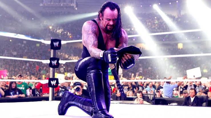 Eu nunca achei que fosse ver o Undertaker se aposentar. Pra mim ele lutaria pra sempre e continuaria FODA para sempre. Com total certeza um dos meu favoritos de todos os tempos, marcou muito a minha vida. #ThankYouTaker #WWERAW