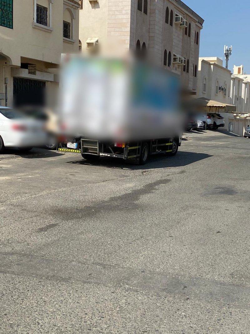 """""""مرور #مكة"""" تتفاعل مع """"#سبق"""" وتضبط شاحنة قامت بعكس السير."""