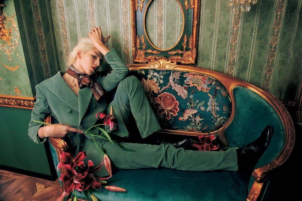 ラウール、初登場の『装苑』でロマンティックが爆発❗ 流れるような優雅なポージング&センチメンタルなムードに自身も驚き✨📸 テーマは「ラウール、幻想と浪漫」#ラウール #SnowMan #ジャニーズ #装苑 @fashionjp
